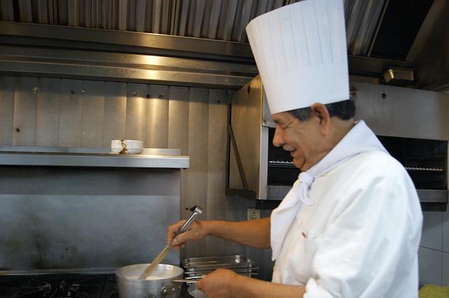 kuchař, čepice, rendlík