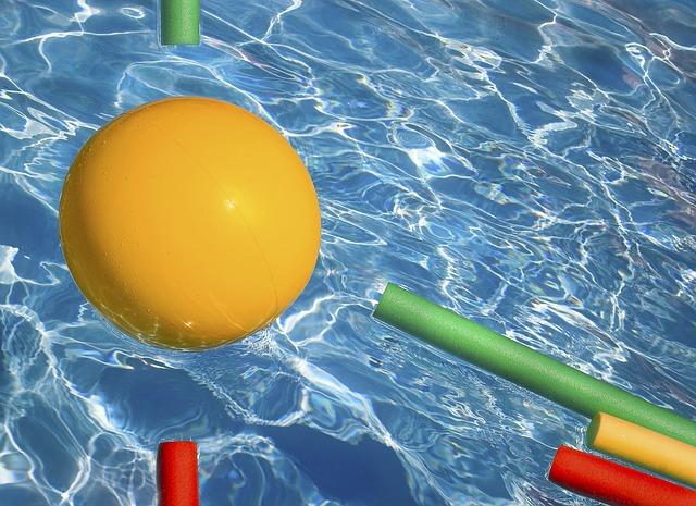 hračky v bazéně