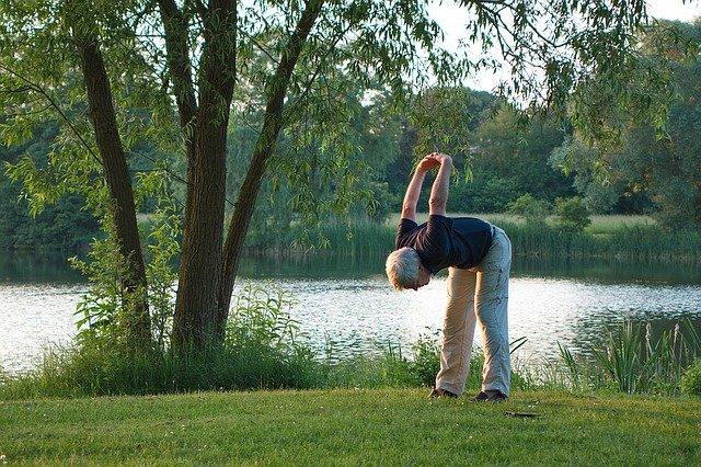 cvičení u jezera