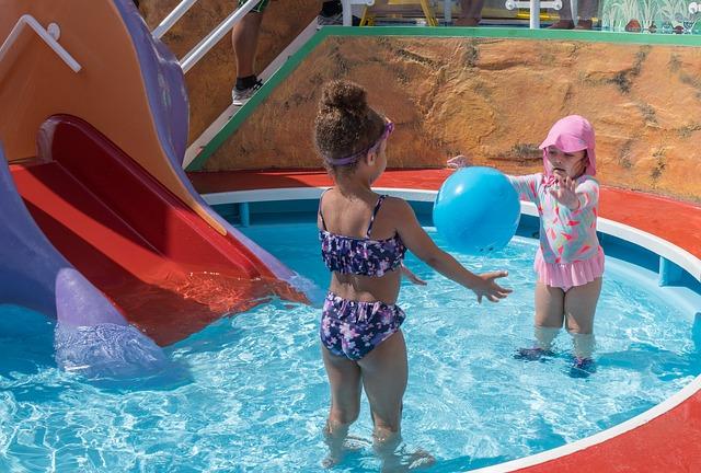 děti v bazéně