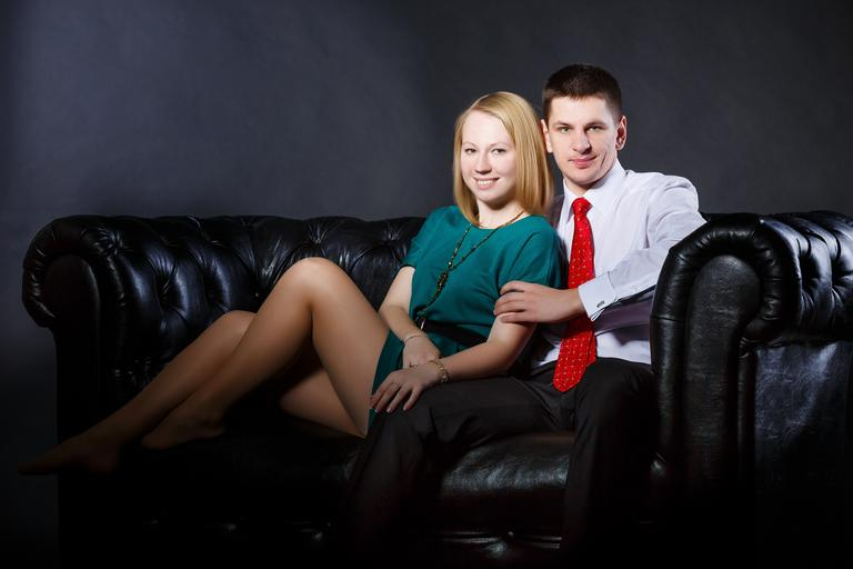 muž a žena v sedačce